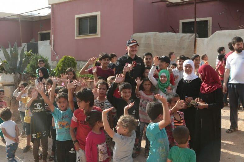 متفقدا أحوال المدنيين.. وزير الداخلية التركي يجول في إدلب السورية