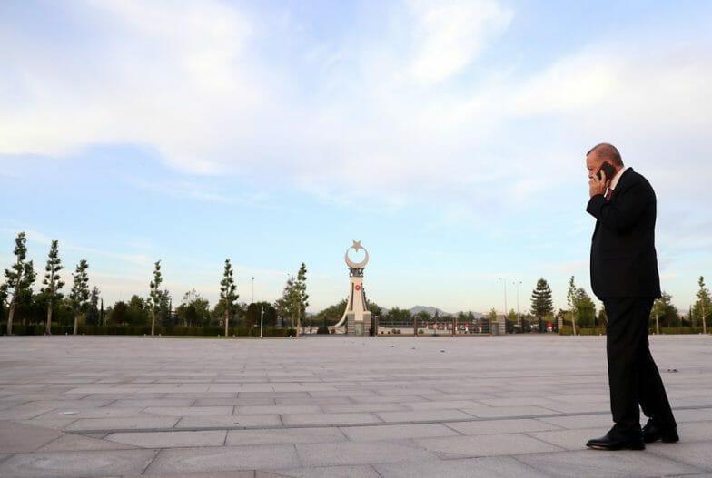 أردوغان ينشر صورا خاصة له خلال العمل في أنقرة