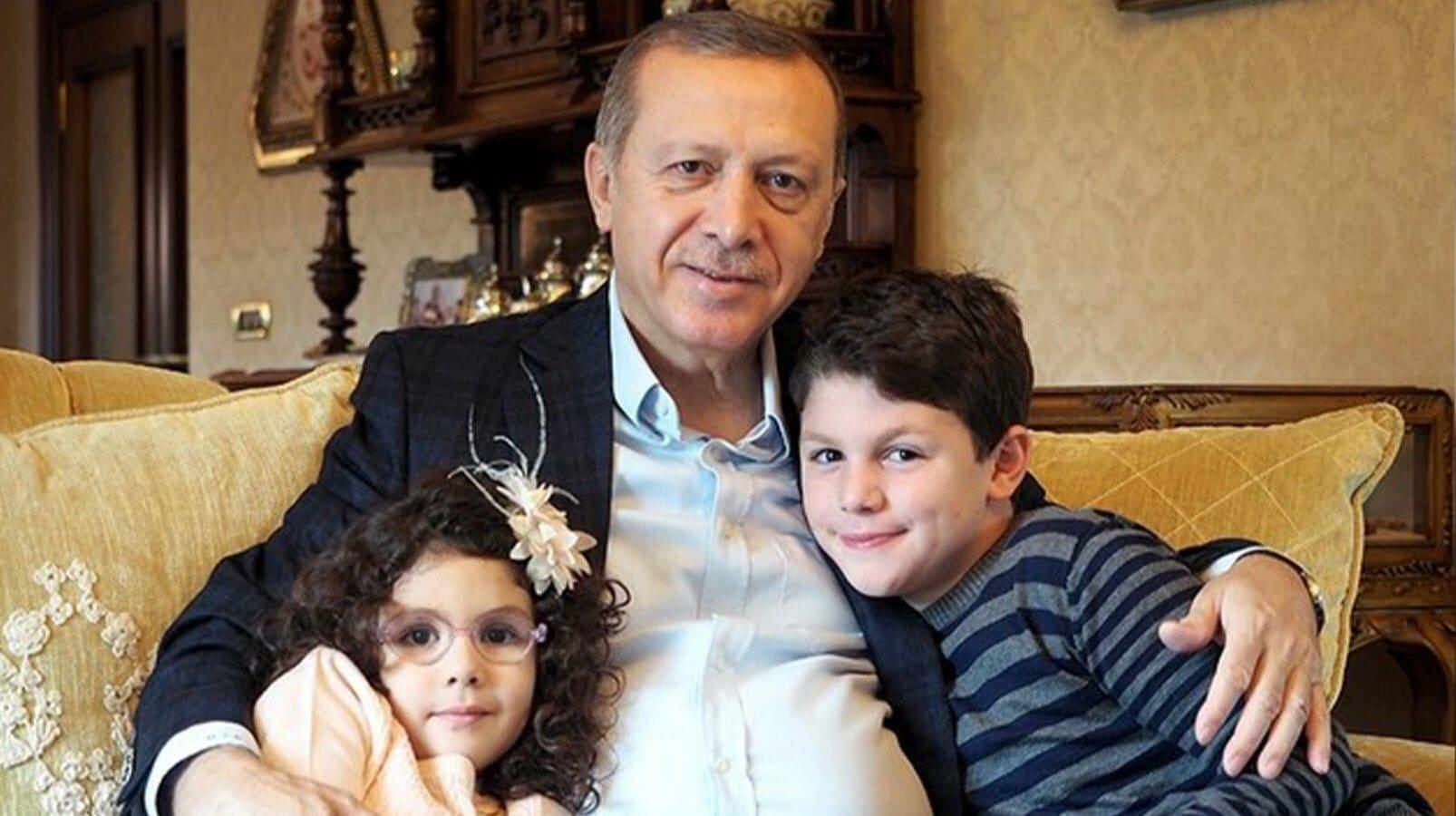 EbuNqKXXsAEz5Lu - الرئيس التركي يحتفل بحفيده الثامن
