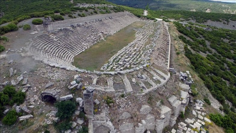 """""""مدينة المصارعين"""" في """"كيبايرا"""" التركية تسحر السياح بأبنيتها التاريخية"""