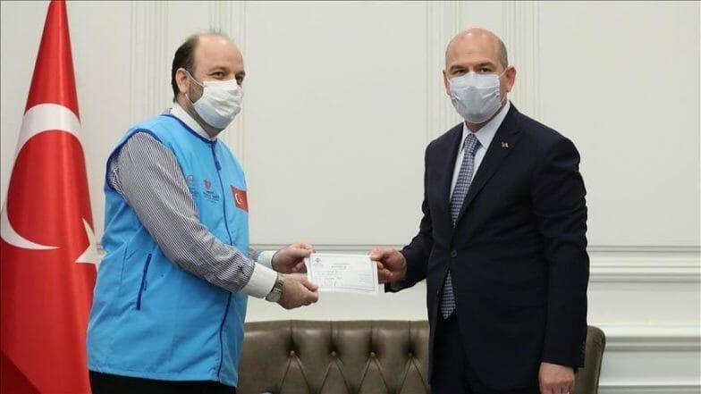 وزير الداخلية التركي يتبرع بـ10 منازل مؤقتة للنازحين في إدلب