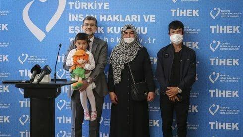 فرقتهم اليونان.. أفغانية تشكر تركيا على لم شمل أسرتها
