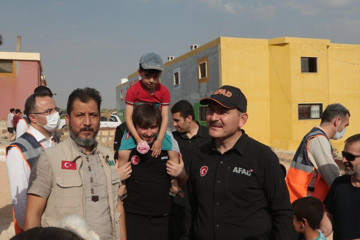 للمرة الثانية.. صويلو يتبرع ببناء 10 منازل لنازحي إدلب السورية