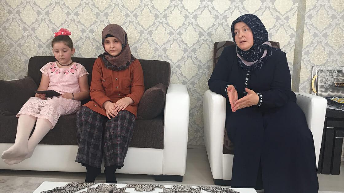eylul ekimyeni ravzanur - طفلة تركية كفيفة تحفظ القرآن الكريم كاملاً خلال عام واحد