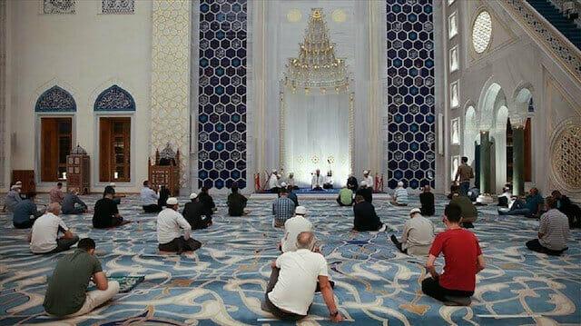 المساجد التركية تصدح بأدعية وصلوات لبث روح الوحدة والتضامن