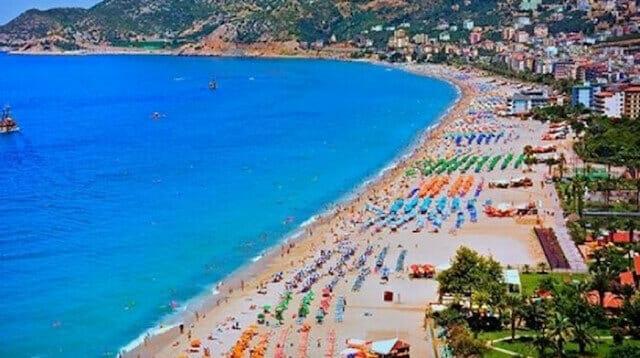 أنطاليا التركية تستقبل قرابة 30 ألف سائح أجنبي في أسبوع