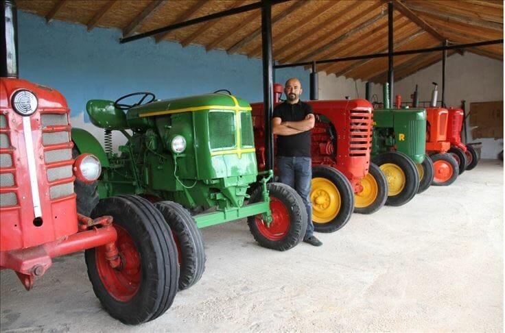 مواطن تركي يحول مزرعة إلى متحف للجرارات الزارعية القديمة