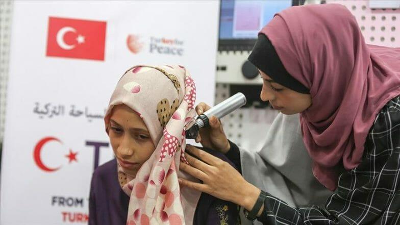 صمٌّ بغزة يسمعون بآذان تركية