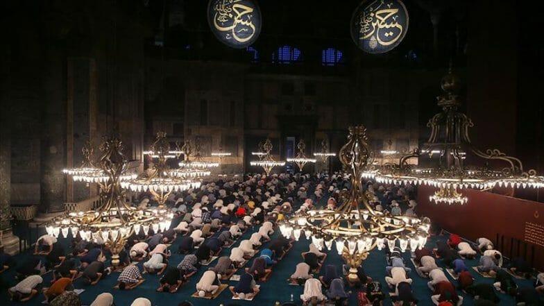 إقبال كبير على صلاة فجر الإثنين بمسجد آيا صوفيا