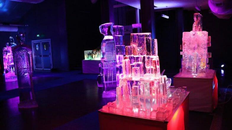 """متحف """"المنحوتات الجليدية"""" يلقى إقبالا في فصل الصيف"""