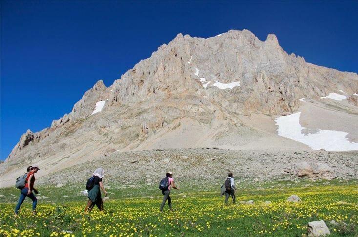 """جبال """"مونزور"""" التركية وبحيراتها تجتذب محبي الطبيعة"""