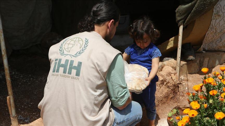 """""""الإغاثة الإنسانية"""" التركية توزع 78 مليون رغيف خبز في إدلب"""
