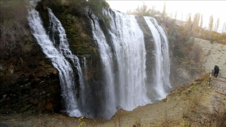 """""""تورتوم"""".. أكبر شلال بتركيا يرتدي ثوب الخريف الساحر"""