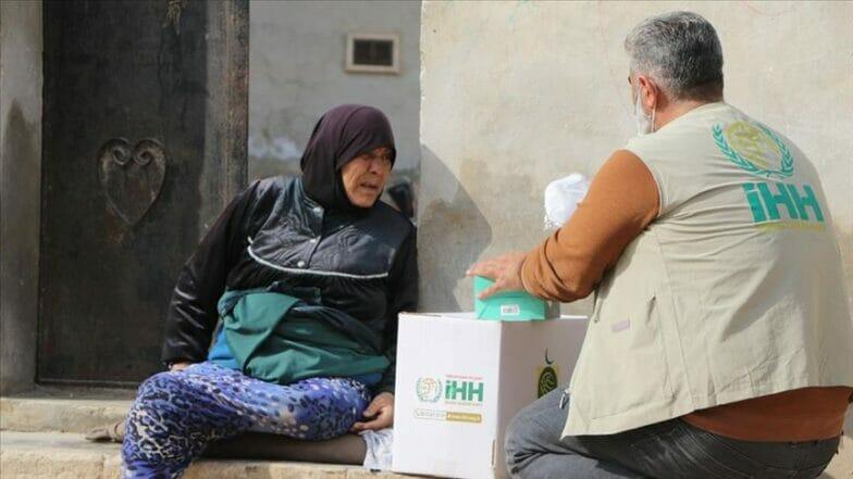 """""""الإغاثة"""" التركية توزع مساعدات غذائية لمخيمات إدلب"""