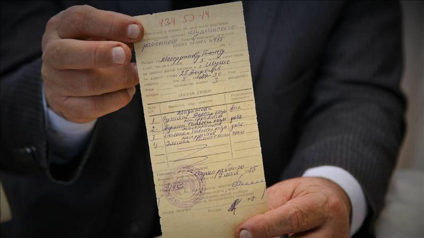 thumbs b c 99d3189172b3e7da81b36f8856b4e7db 1 - بعد 28 عاما.. سكان شوشة الأذربيجانية يخرجون وثائق ملكياتهم