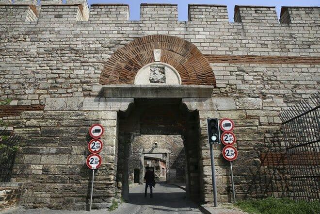 0x0 istanbulun semt isimlerinde yasayan kapilari 1527513098061 - أبواب إسطنبول التاريخية(3)