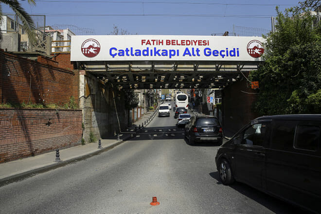 istanbulun semt isimlerinde yasayan kapilari 1527513096458 - أبواب إسطنبول التاريخية