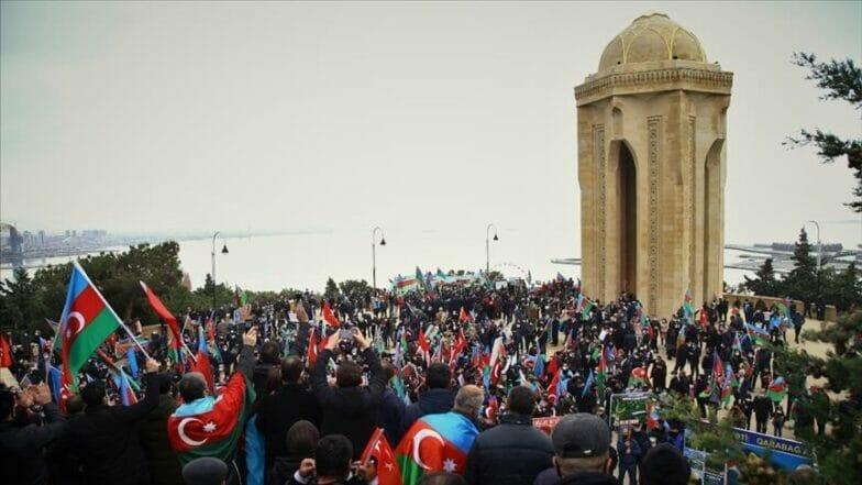 """بمقطع فيديو.. شباب أذربيجان يشكرون """"تشاووش أوغلو"""""""