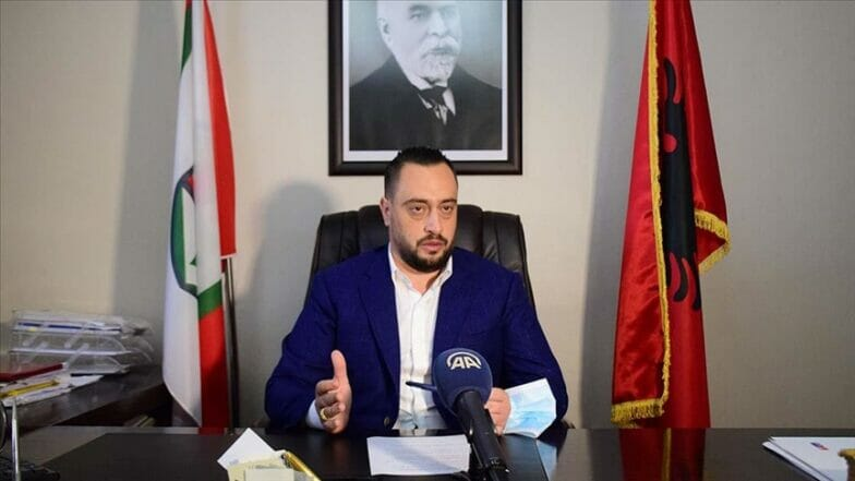 """""""ألطون أربانا"""".. رئيس بلدية ألباني تلقى تعليمه في تركيا"""