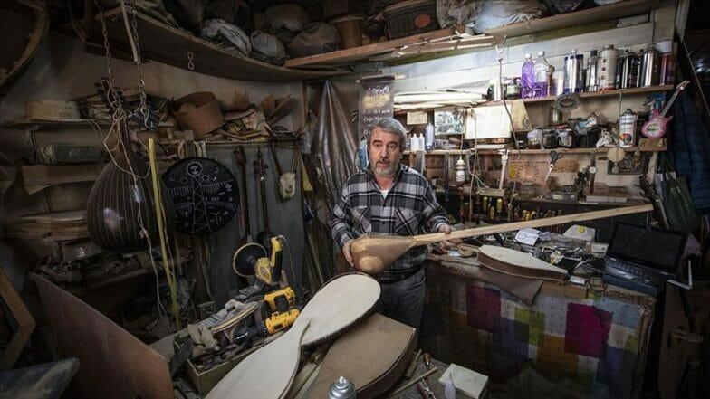 حرفي تركي يعيد إحياء 800 آلة موسيقية تراثية