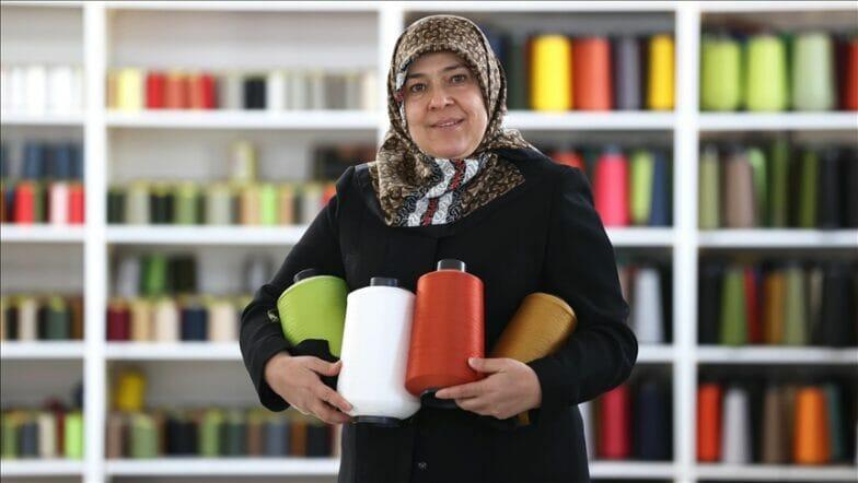 تركية باعت أساورها لمساعدة زوجها فصارت سيدة أعمال