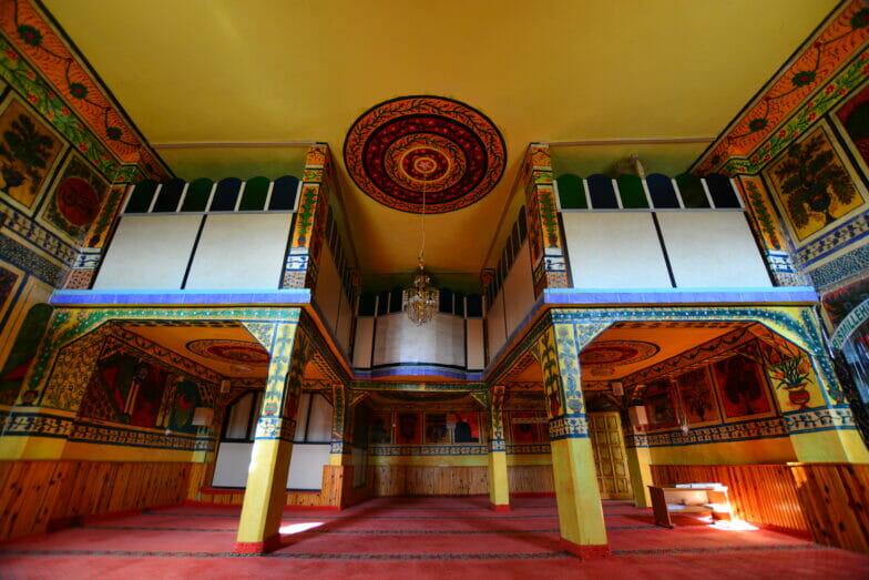 """مسجد """"أهاتلار"""" بتركيا.. لوحات فنية وزخارف تاريخية"""