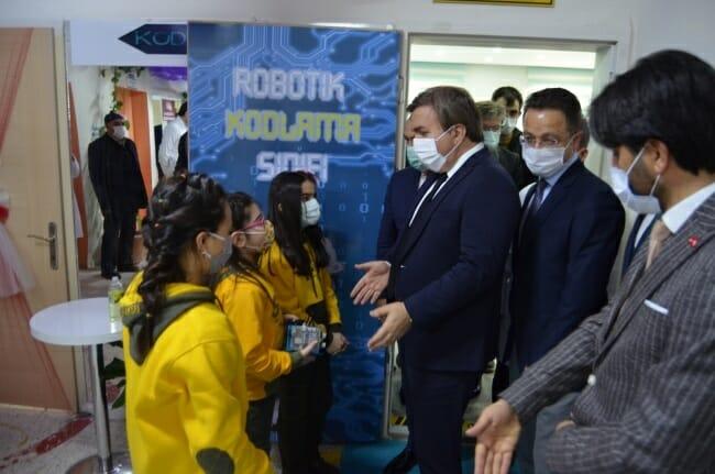 الاهتمام بالتكنولوجيا المتقدمة و صناعات الروبوت