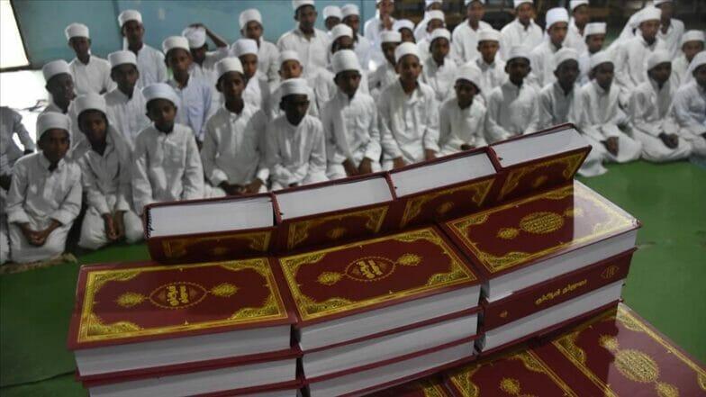 """""""لتكن هديتي القرآن"""".. وقف تركي يوزع مليون مصحف حول العالم"""