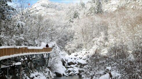 """وادي """"هورما"""" يزداد جمالًا بحلته الثلجية"""