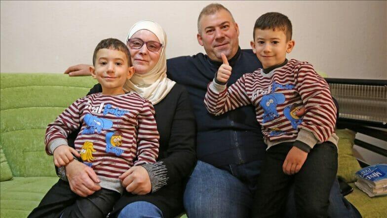أطباء أتراك يعيدون النور لأم سورية أعمتها براميل الأسد