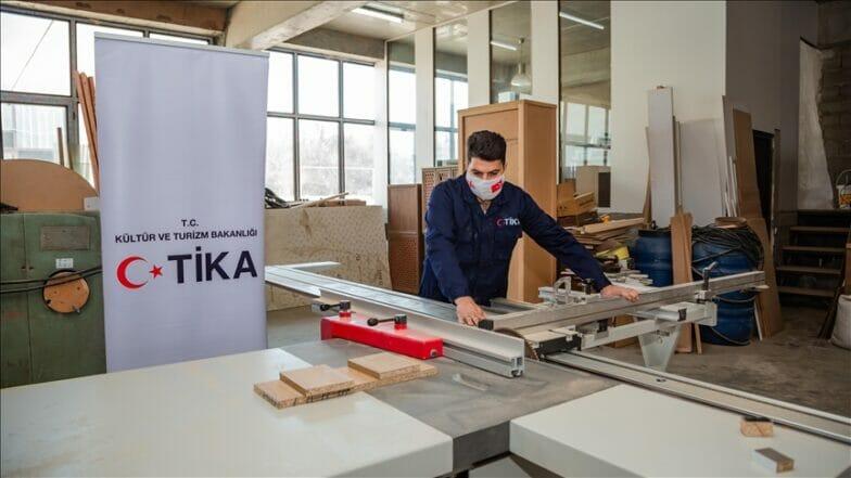 """جورجيا.. """"تيكا"""" التركية تنشئ ورشة تدريب لصناعة الأثاث"""