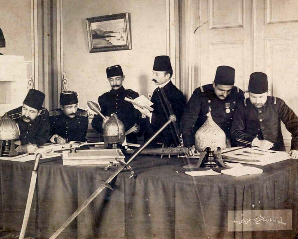 1 3 - {حسين رفقي تاماني} أحد الرواد الذين أدخلوا العلوم المعاصرة الى الدولة العثمانية