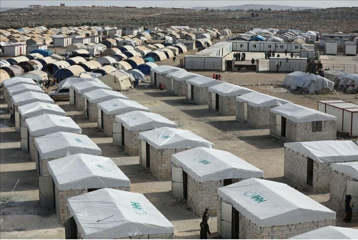 """""""الإغاثة التركية"""" تتعهد ببناء ألف منزل طوب لنازحي إدلب"""