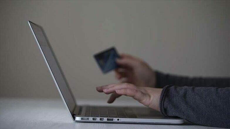 كورونا يعيد هيكلة صناعة التسوق لصالح التجارة الإلكترونية