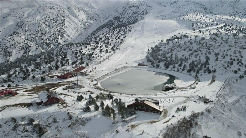 """""""جبل أرغان"""".. نجم مراكز الرياضات الشتوية في تركيا"""