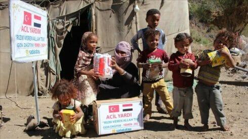 اليمن.. جمعية تركية تقدم مساعدات إنسانية لـ 800 عائلة