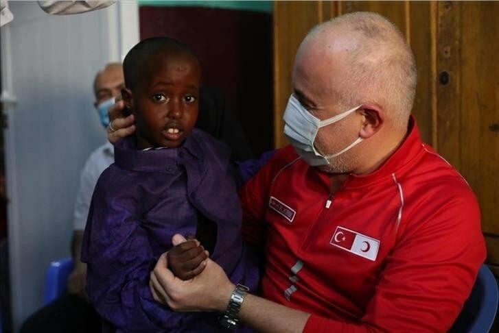 الهلال الأحمر التركي يبحث تطوير التعاون في الصومال