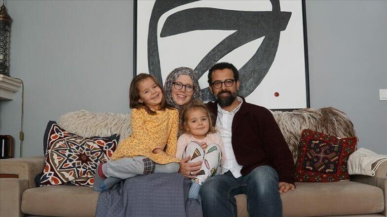 كندية مسلمة في اسطنبول تشرح الإسلام مع أطفالها الخمسة