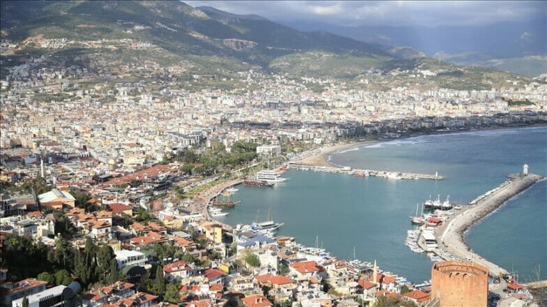 مدينة آلانيا.. وجهة تركية ساحرة يستوطنها السياح