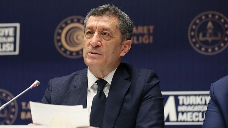 وزير تركي: العمل على زيادة الكفاءة المهنية لطلاب الثانوية التجارية
