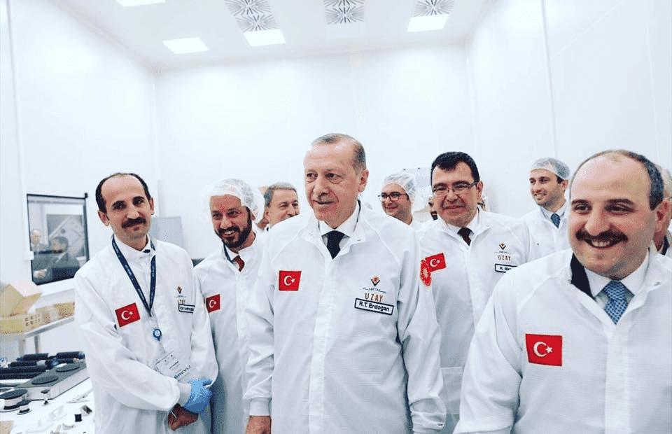 الرئيس أردوغان في زيارة لوكالة الفضاء التركية