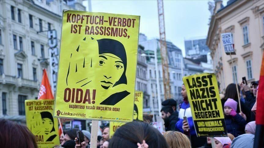 حظر الحجاب الإسلامي في أوروبا - تركيا تدين قرار التمييز ضد الحجاب الإسلامي في أوروبا
