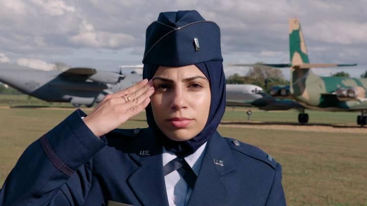 أول مسلمة محجبة في سلاح الجو الأمريكي