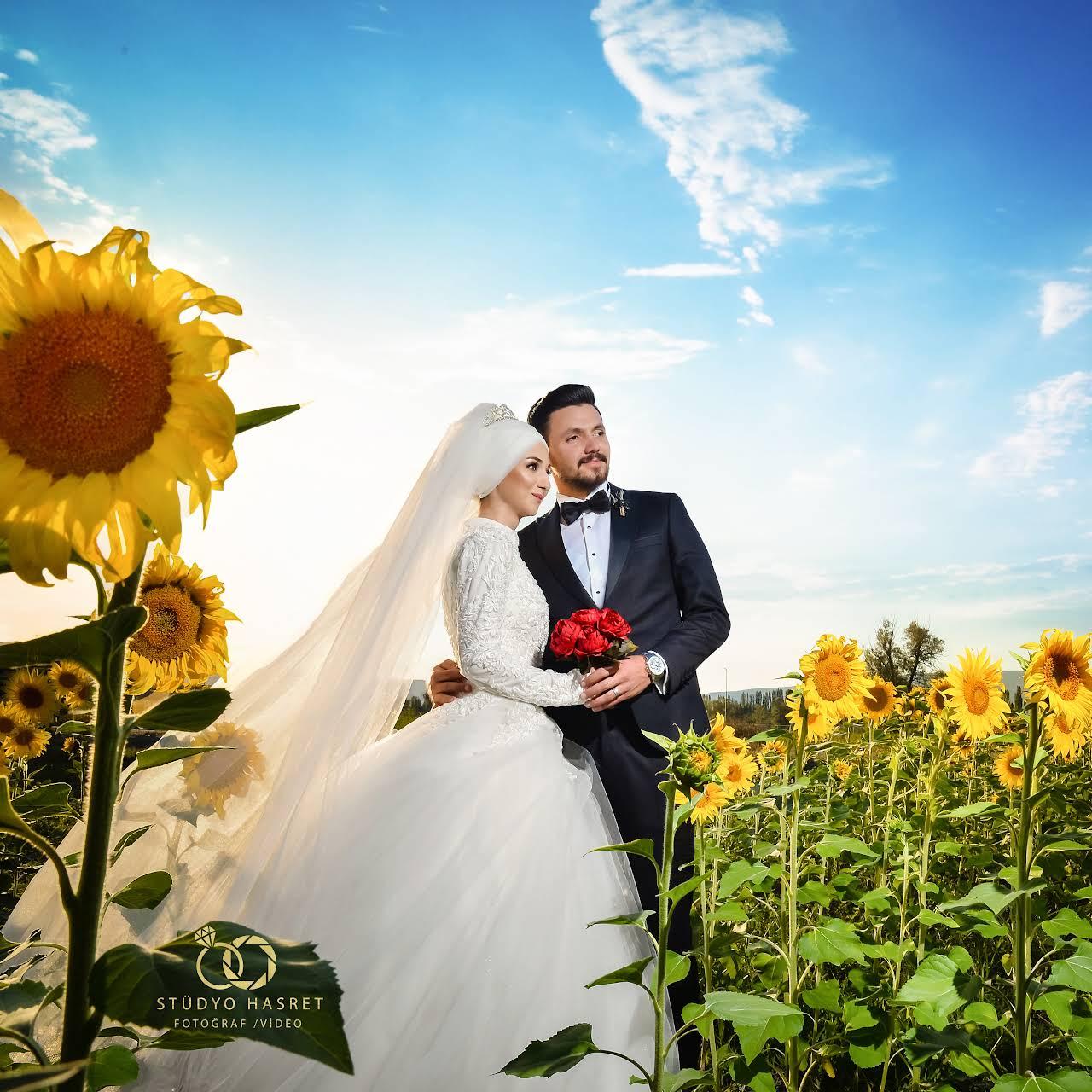 التقاط صور الزفاف في حقول دوار الشمس