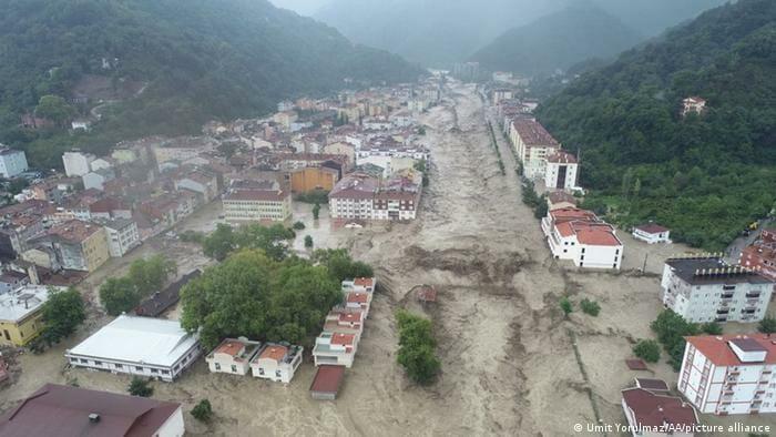 الفيضانات في تركيا غرب البحر الأسود