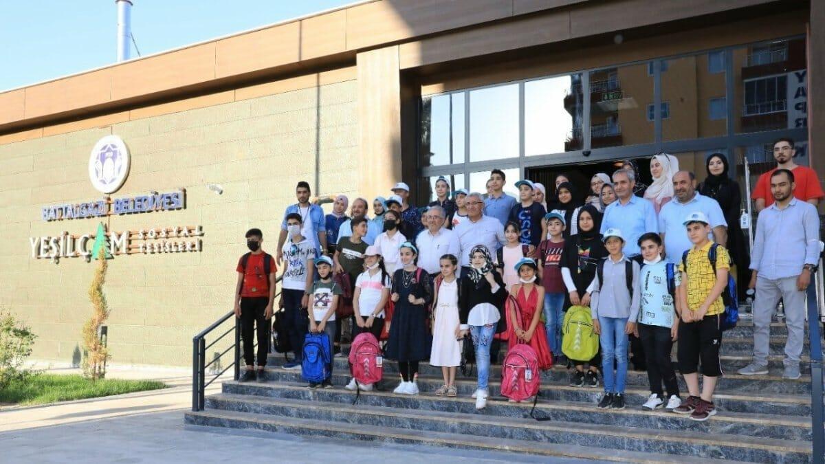في اليوم العالمي للصداقة.. جولة سياحية للأطفال اللاجئين السوريين والأفغان والأتراك في بطّال غازي