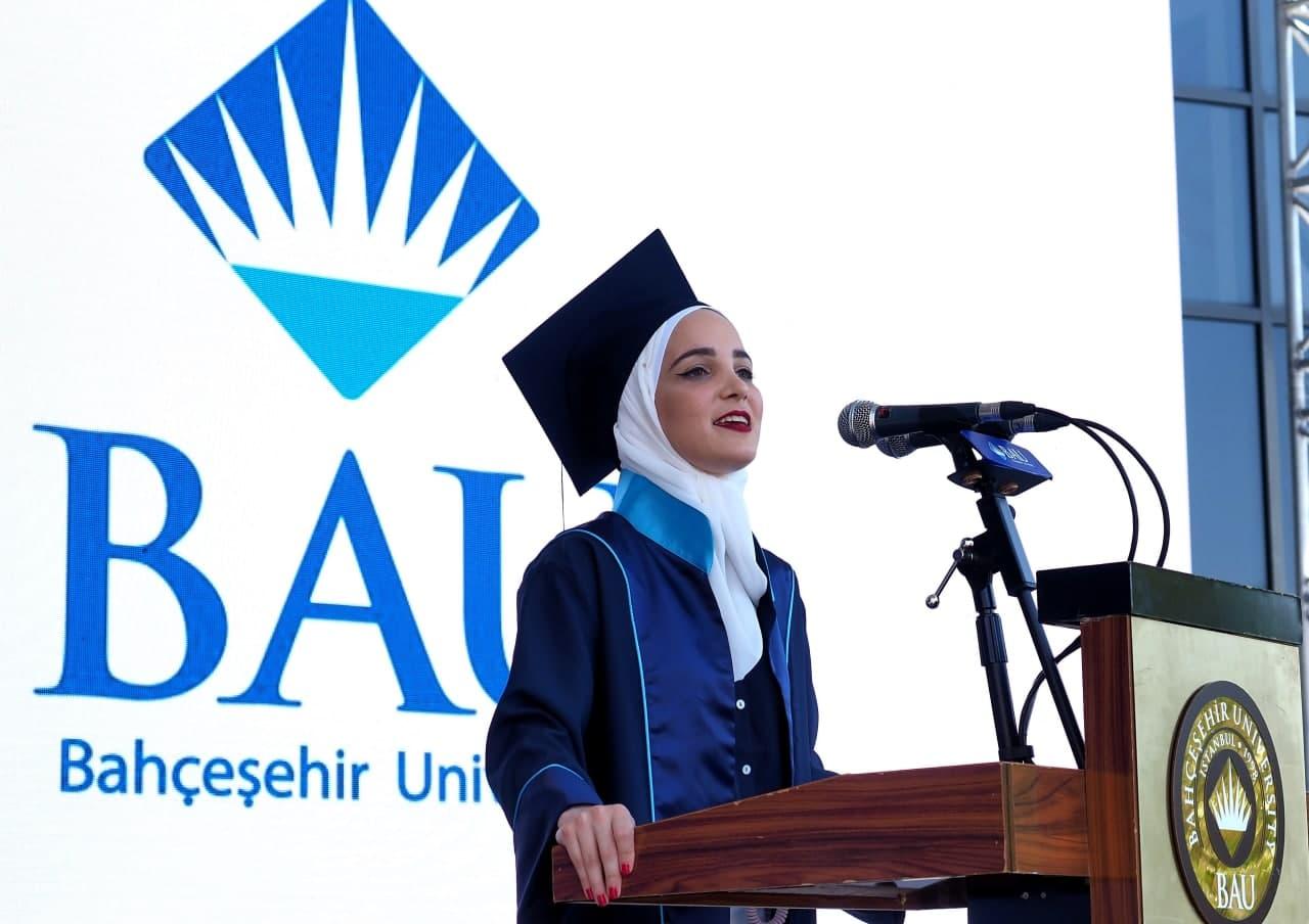 ياسمين نايال في حفل التخرج