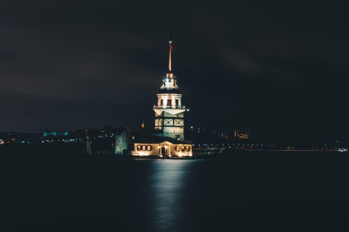 برج الفتاة من معالم السياحة في تركيا