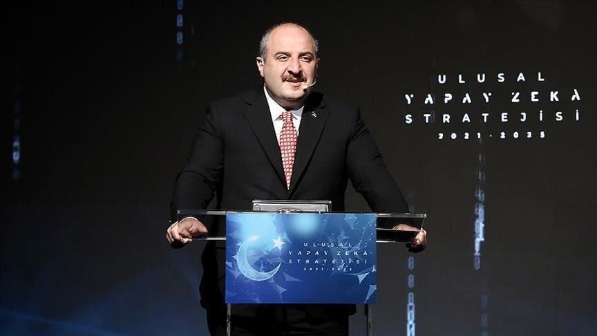 وزير الصناعة يحفز الشباب على المشاركة بمهرجان تكنوفيست