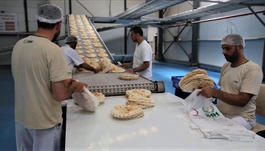 هيئة الإغاثة الإنسانية التركية توزع 70 مليون رغيف خبز في سوريا